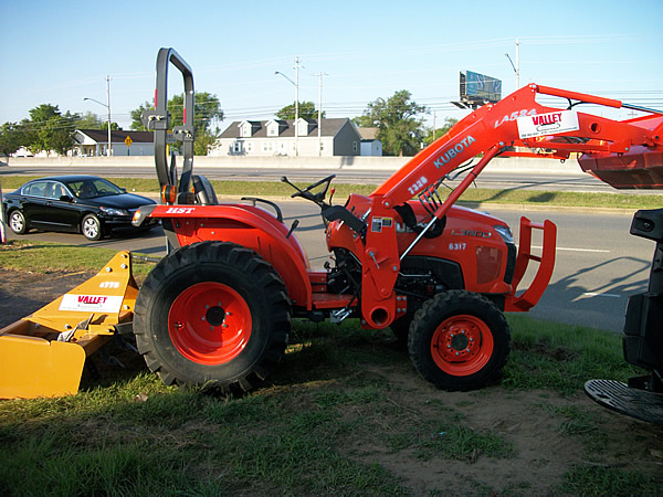 earthmoving-tractor-with-box